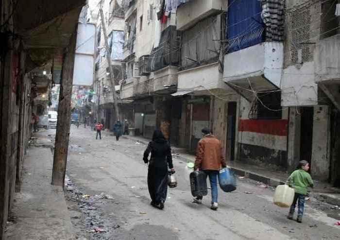 """Siria, 11 ore di tregua ad Aleppo. Mosca accusa: """"Terroristi hanno sparato su corridoio umanitario"""""""