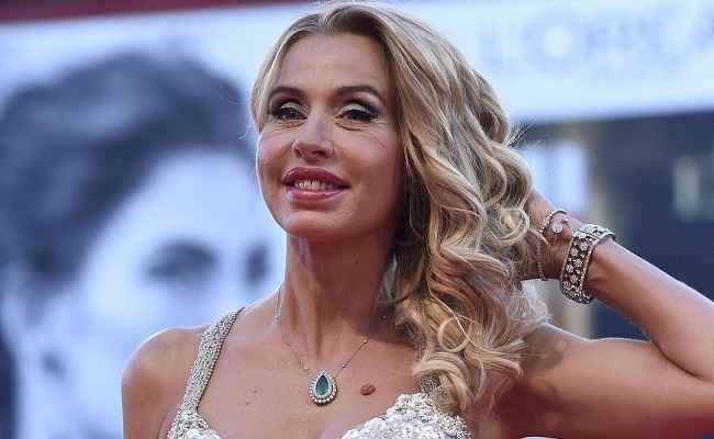 """Gf Vip, Valeria Marini vuole uscire dalla casa: """"Non mi diverto, troppa falsità"""""""