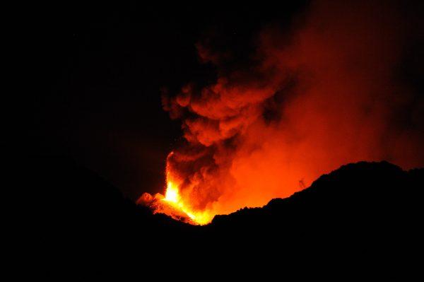 Etna, il vulcano che sta scivolando in mare, rischio tsunami?